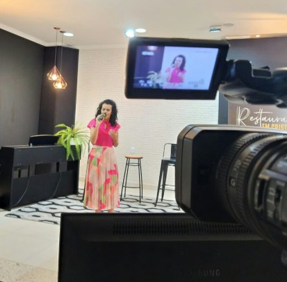 Cantora Lilian Almeida abençoa as noites da Semana Santa com belas melodias