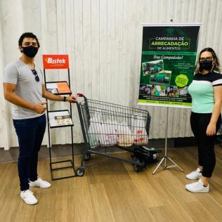 Dupla montou pontos de arrecadação nos maiores supermercados