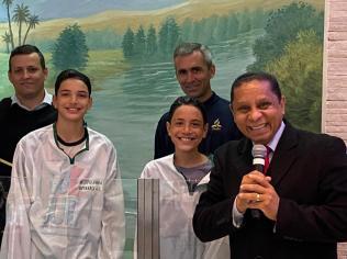 Batismos motivaram expectadores a também tomarem a mesma decisão