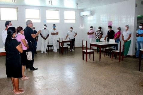 Visita e oração com os profissionais do hospital municipal em São Miguel do Guaporé (Foto: Elismar Oliveira)