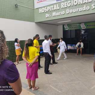 Hospital Regional Dr. Mário Dourado Sobrinho recebendo a visita de jovens adventistas de Irecê. (Foto: Reprodução)