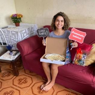 Alunos recebem delivery de professores no Rio de Janeiro.
