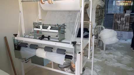 Máquina para fabricação de fraldas foi doada por empresário da cidade. [Foto: ASA local].