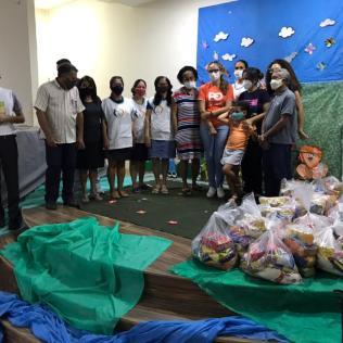 Distribuição de cestas básicas na comunidade de Saramandaia, em Recife (Foto: Divulgação)