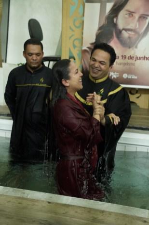 No encontro três pessoas foram batizadas (Foto:Stephanie Passos)