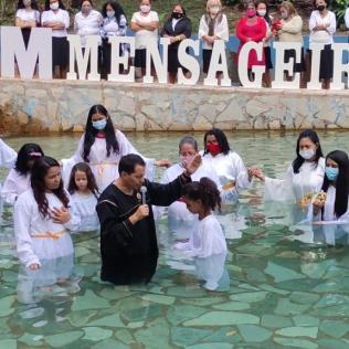5 mulheres entregaram a vida a Jesus através do batismo. (Foto: Divulgação)