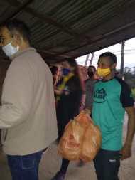 Equipe de voluntários durante ação solidária. [Foto: Reprodução].