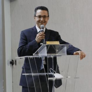 O pastor Stanley Arco, presidente da Igreja para a América do Sul, deu início ao evento com palavras de encorajamento para a missão. Foto: George Rocha