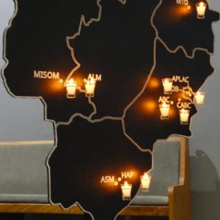 Cada vela representa os membros da igreja e a missão que precisam desempenhar em sua região.