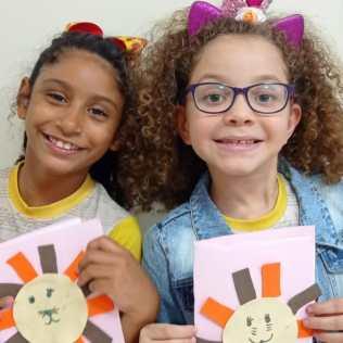 Em suas próprias casas ou em grupos pequenos, as crianças acompanharam os 5 dias de atividades online da Escola Cristã de Férias no sul da Bahia. (Imagem: reprodução)