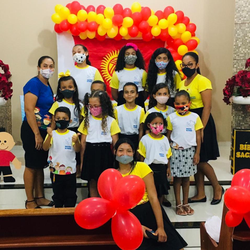 Crianças e Adolescentes envolvidos nas Quartas do Poder. (Foto: Reprodução)