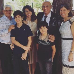 Família reunida para o casamento de Michelly. (Foto: Arquivo Pessoal)