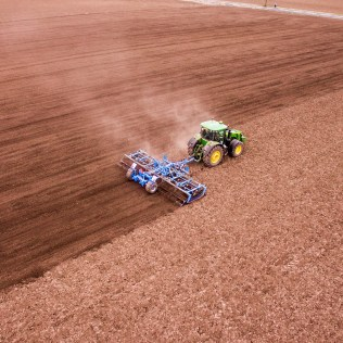 O que são implementos agrícolas e como beneficiam a agricultura