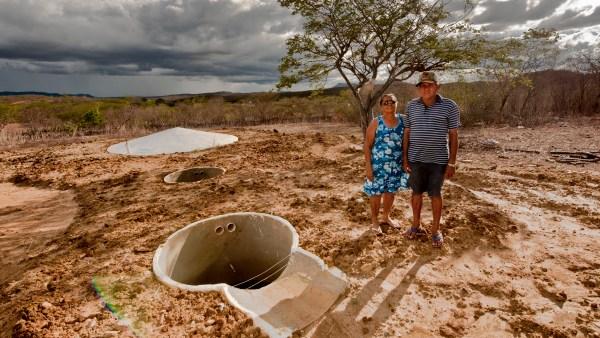 Cisterna é reservatório para a água de chuva que garante a irrigação