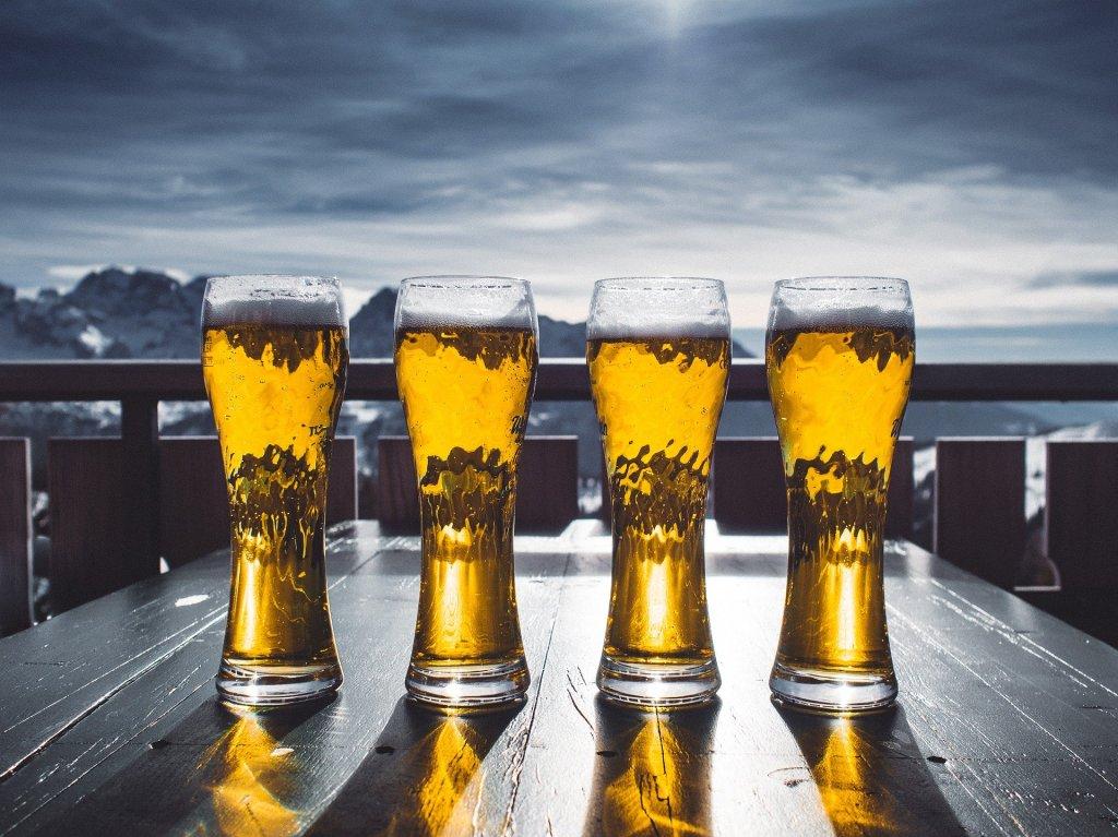 Cerveja Ale apresenta cor clara