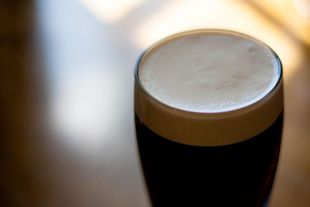 Cerveja escura tem baixo teor alcoólico