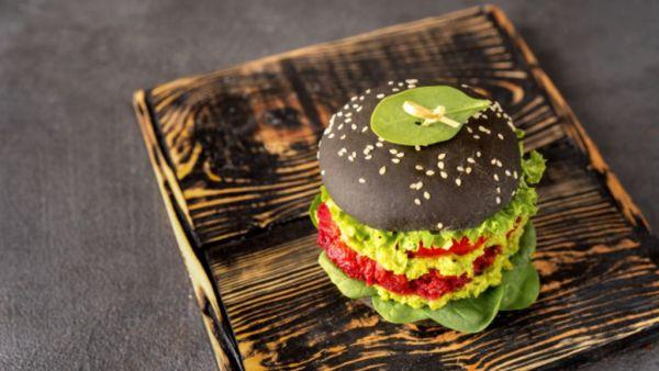 Hambúrguer vegano imita o original em textura e sabores
