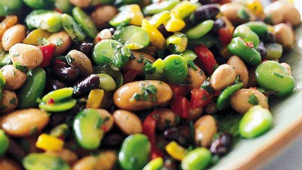 Salada de feijão tem muitas versões e é ótima no verão