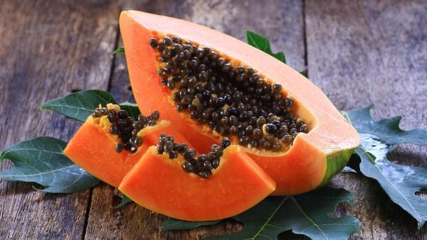 Papaína é enzima extraída do mamão que tem diversas finalidades