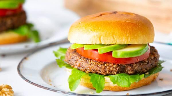 Hambúrguer vegetariano não leva carne em sua composição