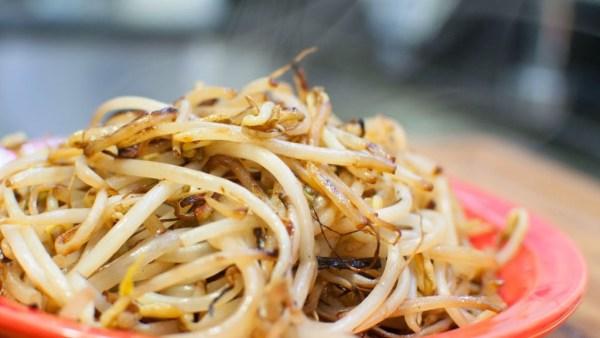 Moyashi, ou broto de feijão, é comum na culinária asiática