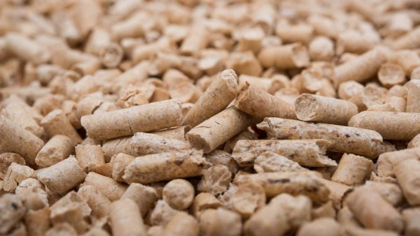 Pellet de madeira, biocombustível sólido, traz muitas vantagens