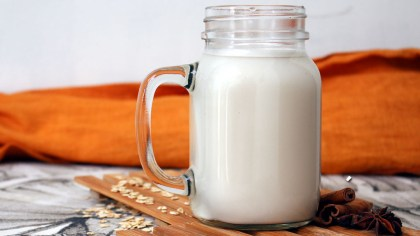 Leite vegano pode ser feito de arroz, aveia, banana e muito mais