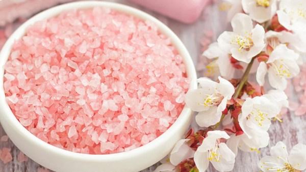 Sal do Himalaia promete mais benefícios em relação ao sal comum