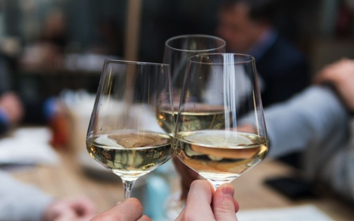5 Well-Grounded California White Wines You Need To Taste Right Now