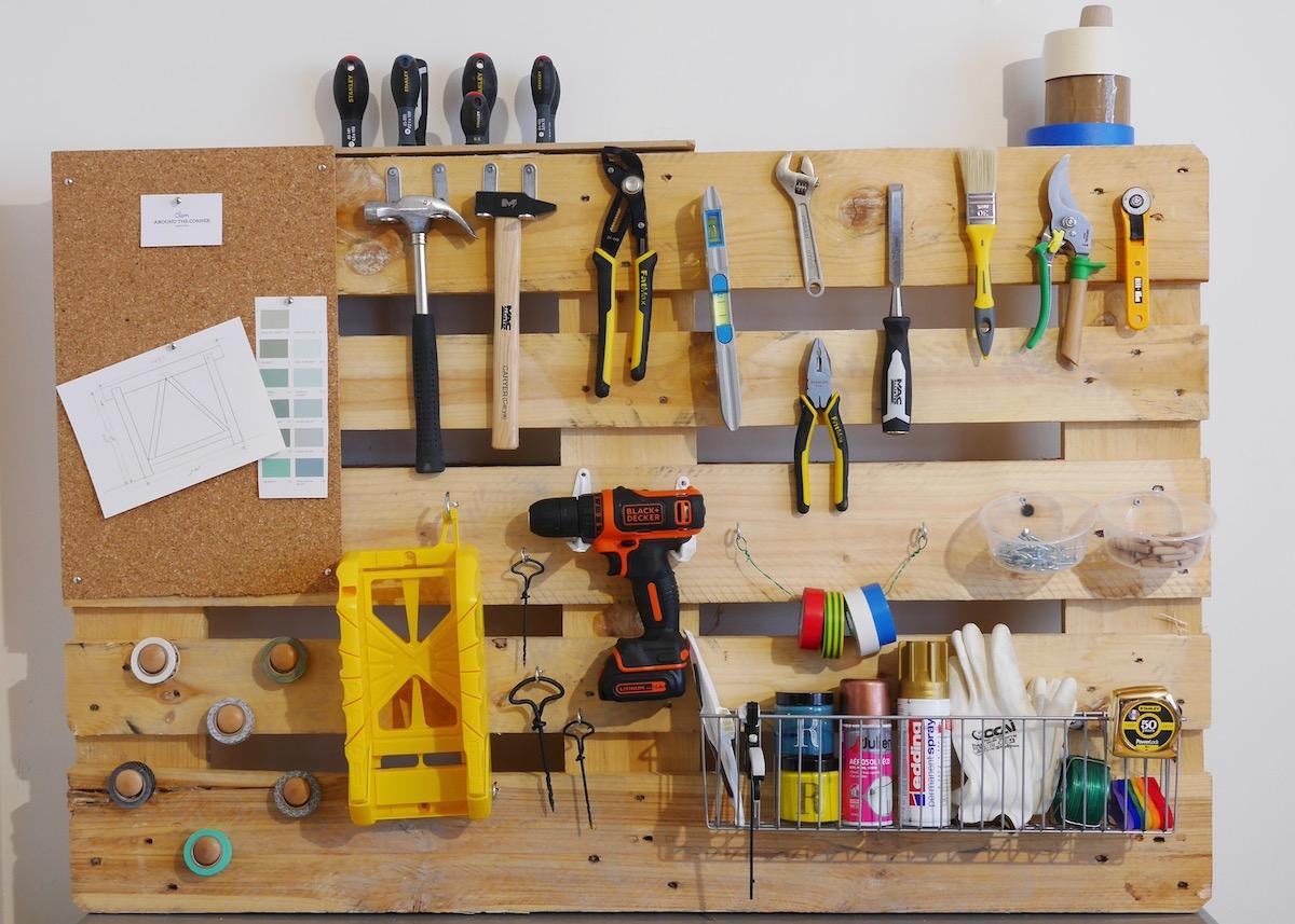outils de bricolage en palette diy