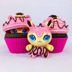 MJ Hsu - Delectables Dunny - Raspberry Donut