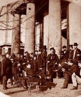 Union Soldiers Under Portico