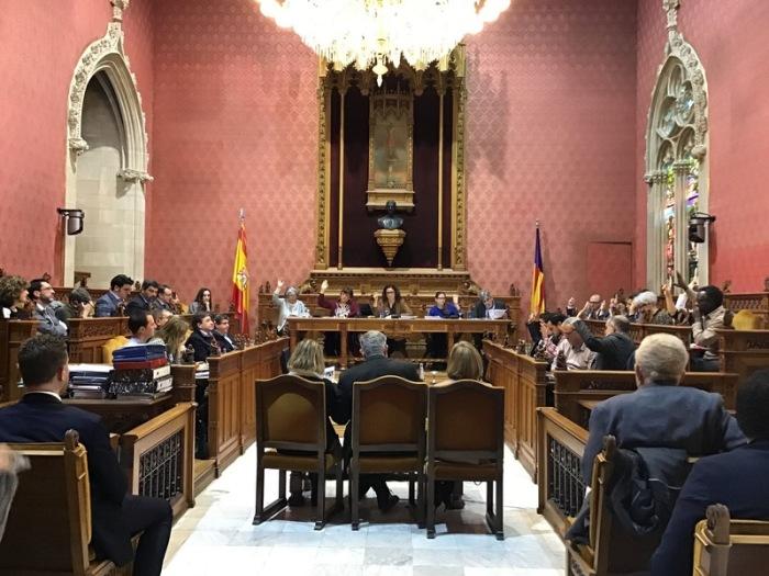 Blick auf die Plenarsitzung des Rates von Mallorca. Mallorca geht gegen den sexuellen Missbrauch von Kindern und Jugendlichen in zahlreichen Heimen der spanischen Urlaubsinsel vor. Foto: Consell Mallorca/Dpa