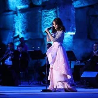 f9f195fd70cf9 محبة الجمهور اللبناني لها كانت كبيرة جداً، كذلك محبة سميرة لهم وللمكان الذي  تقف فيه، حيث أكدت أنّه حلم وتحقّق، بالإضافة إلى تغزّلها بالجمهور أكثر من  مرة ...