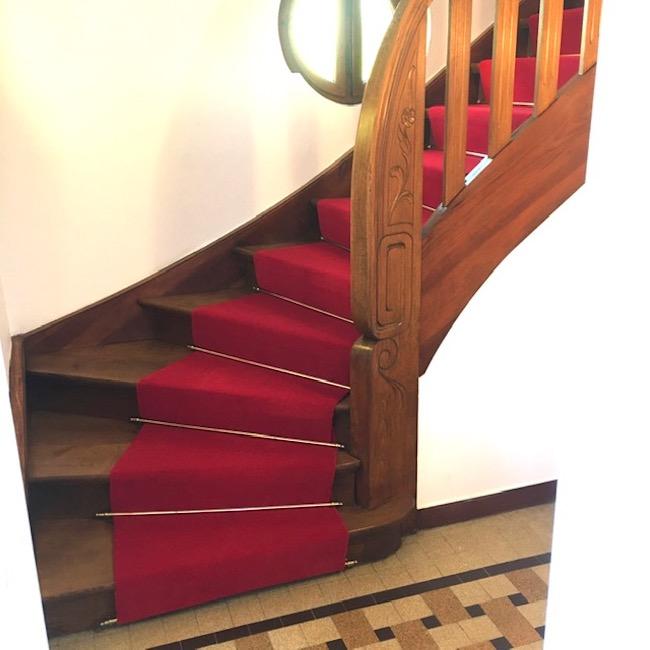 pose d un tapis d escalier par au tape