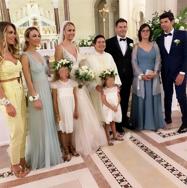 Ilary Blasi e la sorella Melory alle nozze della primogenita Sivlia, con Chanel damigella