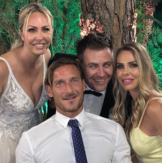 Ilary e Francesco Totti con gli sposi Silvia Blasi e Ivan