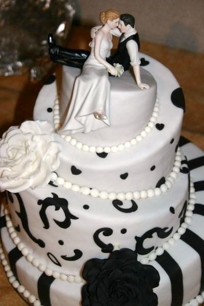 Meine 1 Hochzeitstorte  Topsy Turvy in schwarzwei