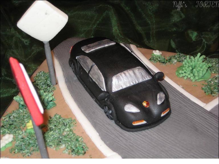 GeburtstagErwachsene  TraumAuto auf Torte