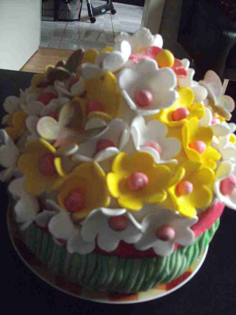 GeburtstagErwachsene  Blumenstrau Kuchen