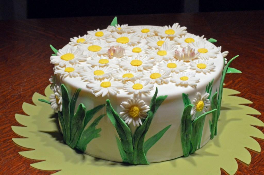 GeburtstagErwachsene  Gnseblmchen Torte