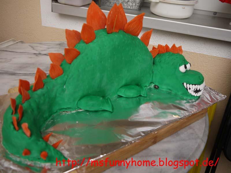 GeburtstagKinder  3D Dinosaurier oder Drachen Torte