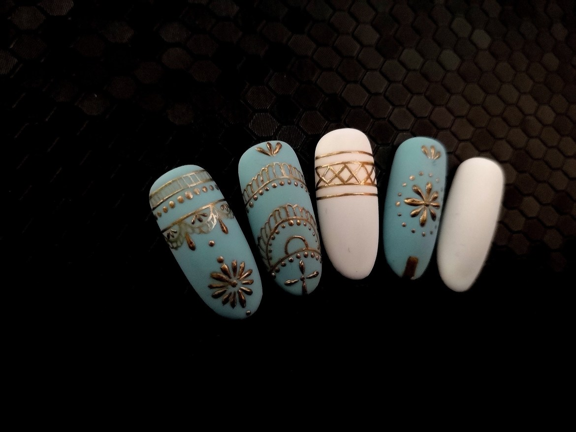 Boho Nails in Blue and White 2