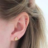 DIY Gold Cartilage Earring by Tracing Threads