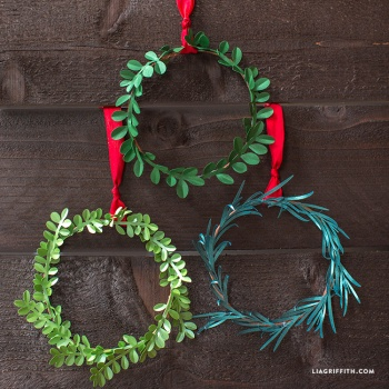 Mini DIY Paper Holiday Wreath By Lia Griffith Project