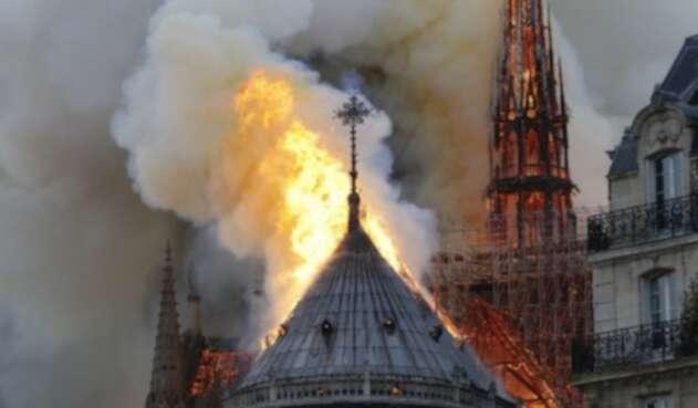 Resultado de imagen para Fotos de Notre Dame en llamas