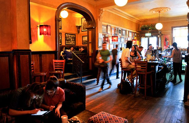Bar crawls Edinburgh  The Prudent Student  The List