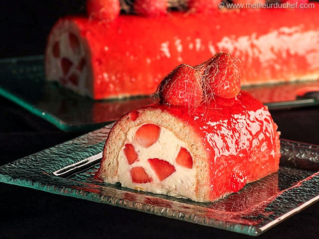 Bche de Nol fraises et champagne  Fiche recette illustre  facile et simple  Meilleur du Chef