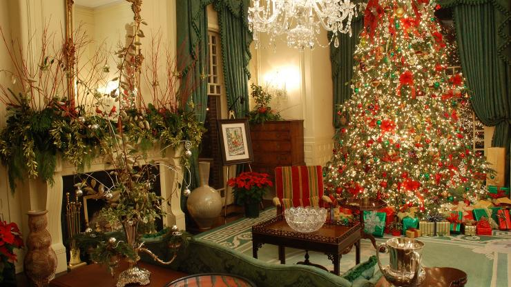 North Carolina Governors Mansion Hosts Holiday Open House