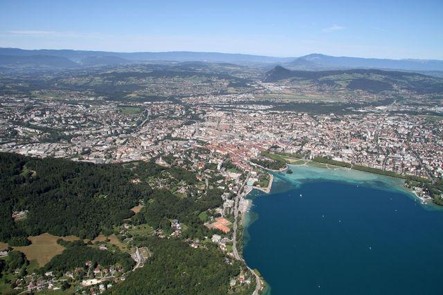 Vue aérienne de la ville d'Annecy (image d'archives)